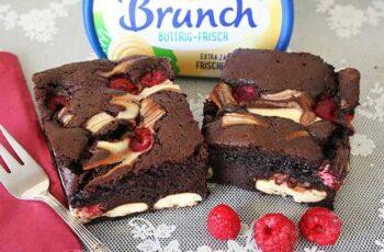Lebkuchen-Brownies mit Brunch Buttrig-Frisch Cheesecake und Himbeeren Rezept