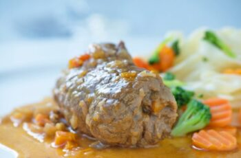 Saftige Rindsroulade mit Gemüsenudeln Rezept